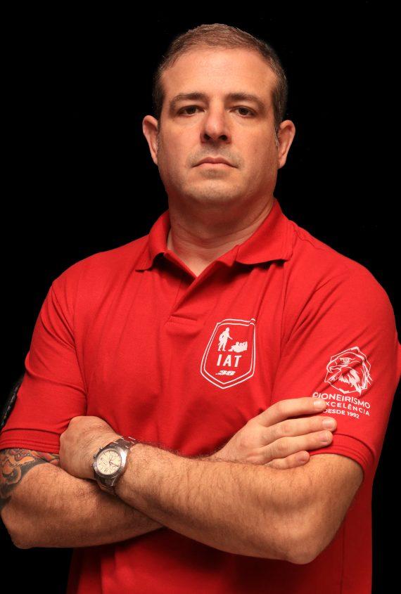 Victor Lonardeli instrutor
